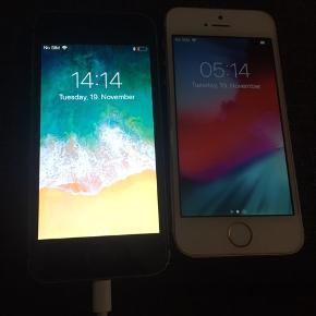 Sælger disse to stk IPhone 5s 32 GB   Pris for begge 599 kr   God stand   3 dages retur ret.   Tager mobilepay eller kontanter