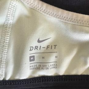 Sports bh fra Nike i str M, brugt få gange