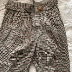 Aldrig brugt bukser fra Mango.