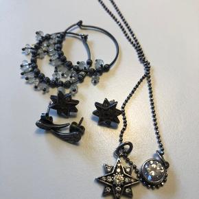 Oxyderede sølvsmykker fra Julie Sandlau. Halskæde øreringe