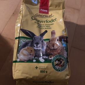 Sælger ud af vores kanins ting.  Sender gerne mod betaling - dog ikke løbegården. Befinder sig i Køge (Og ikke i Ebeltoft)