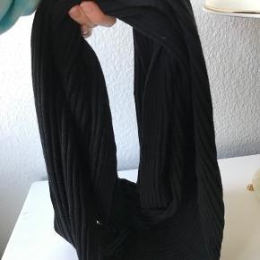 Wolford tørklæde