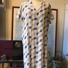 """""""2ND Omegi"""", 100 % silke.  Kan afhentes i Odense V.  Se også mine mange andre annoncer - jeg giver mængderabat 😊"""