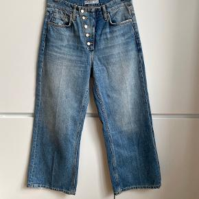 Zara high waist denim culottes. Exposed buttoned fly, front crease on the leg, cropped length. Size 36. Very good condition, worn only twice.