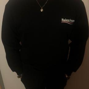 Balenciaga sweatshirt, ny pris 865 dollars (5800 DKK), alt og medfølger - Fremstår som ny.