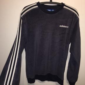 Adidas sweater  Størrelse s-m Brugt men i god stand!