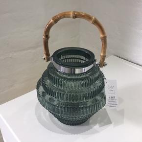 Lanterne i grøn glas m. Bambus håndtag, til batteri