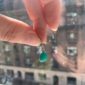 Øreringe i sølv med ukendt sten 🍏  Ps Jeg bytter gerne, hvis du har noget spændende 🕵🏻♀️
