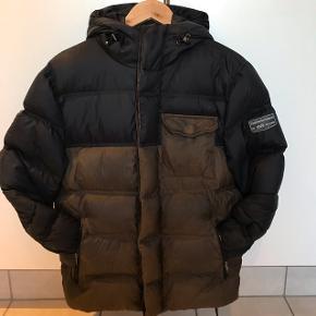 Super lækker og varm Peak Performance jakke. Perfekt til den kommende vinterSælges da den desværre er blevet for lille