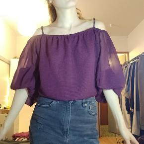 Flowy blouse from h&m 💜 Can be worn without a bra, as it has a double lining up front. Very flattering on the body.