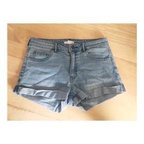 Cowboy shorts i størrelse 34 fra h&m.