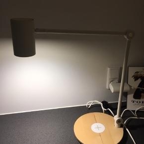 Riggad bordlampe fra Ikea.