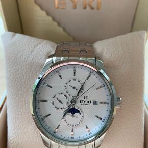 Flot ur fra Eyki med automatisk urværk Diameter: 42mm (uden krone) Tykkelse: 13mm   Er åben for bud