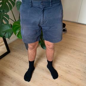 Navy shorts fra Ralph Lauren i lækkert blødt materiale.  Størrelse 32 - købt i USA men svarer til en str. M. Passer en mand på ca. 180 cm. af normal bygning.