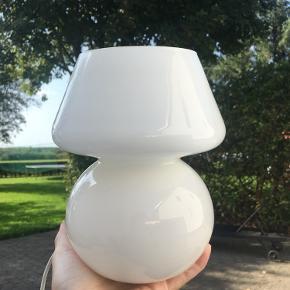 Mælkehvid glaslampe