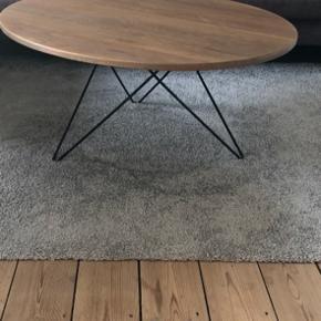 Fasano sofabord fra Ilva købt for nogen år siden. Sælges da jeg skal have nyt.  Bredde:90  Længde: 90  Højde: 40