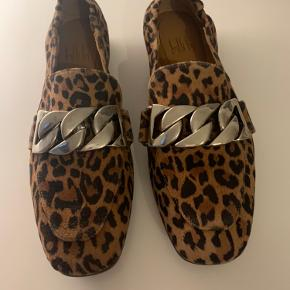 Ligger stadig i æsken Leopard loafers med sølvspænde