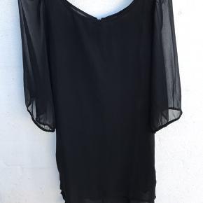 Smuk kjole. Bryst 50 cm Fra skulder og ned 97 cm #30dayssellout