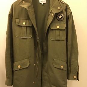 Super fin jakke fra Global Funk, aldrig brugt!  100% bomuld, god overgangsjakke😉 Nypris 900,-   Ikke interesseret i byttehandeler!