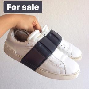 Hej :)   Sælger disse valentino sko  Str 43 Medfølger desværre intet men står inde for 100% at de er ægte Bin er 1499 ellers byd!  Skriv privat eller 50391009 for mere