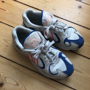 Adidas Yung-1 i de fineste sommerfarver. Str 39 1/3 og brugt meget lidt. Sælges da jeg ikke får dem brugt. Mp er 500 men byd gerne! ✌🏼