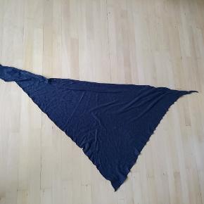 Mørkegråt tørklæde