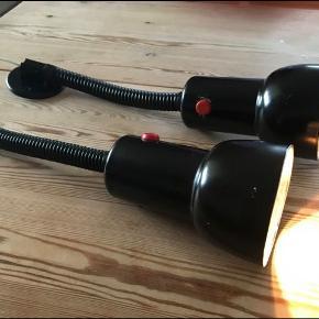 Org.Louis Poulsen væglamper/spots med afbryder på hvid ledning. Begge lamper virker, dog bedst med afbryderen. Derfor meget billige.Sælges samlet.