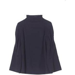 Smuk Malene Birger strik bluse style Jodie sælges eller byttes til samme bluse i str s, den er ny med prismærke på, nypris 2000 kr, bud fra 550 kr. Billed 2 er samme bluse i sort, blot for at vise hvordan den sidder på.