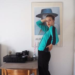 Vintage trøje! Så fin!  Tjek min vintageside på Instagram ud med udvalgt vintage tøj - @lagrandmerevintage 💗