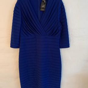 Adrianna Papell kjole