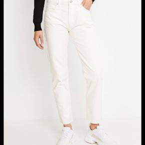 Hvide jeans fra Envii i modellen enbrenda jeans cut. Sælges, da de desværre er for store - aldrig brugt.