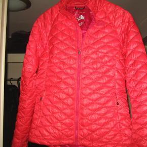 0aa8a8d2c31 Varetype: jakke Farve: se billede Oprindelig købspris: 1500 kr. Prisen  angivet er