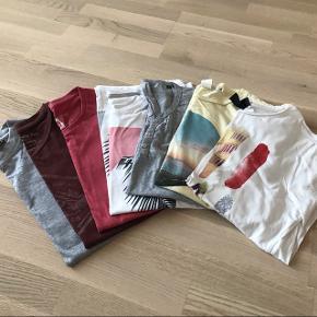 7 assorterede t-shirts til mand.  Nogle er brugt få gange og andre er ubrugte. Der en en grå langærmet t-shirt iblandt.   Str. S/M