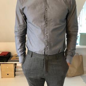 Et komfortable snit i en fin Oxford kvalitet. Skjorten er ren bomuld og easy to iron  OBS! Ønskes handlen gennemført over TS, afholder køberen gebyret