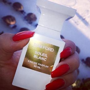 """Sælger min helt nye Tom Ford """"Soleil Blanc"""" 50ml EDP, helt ny. Ikke taget et eneste spray af da jeg allerede har gang i en anden flaske af den. Min favorit sommer/ferie parfume. Købspris 1550kr"""