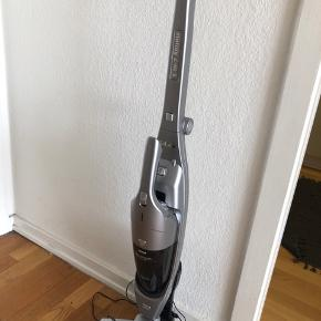 Den fungerer, men er ikke så stærk, måske den mangler lidt ekstra rengøring. 🤷🏻♀️ Kun afhentning. Ny pris var 399,- og jeg har haft den 6 måneder