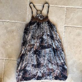 Lækker løs brun kjole - fin stand, kom gerne med realistisk bud 👚