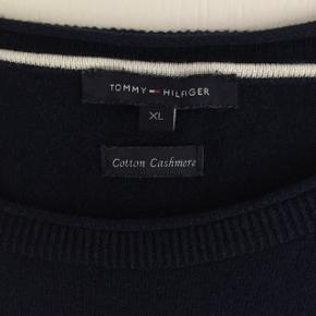 Flot bluse fra Tommy Hilfiger i lækker kvalitet   Køb flere ting og få mængderabat 🤗