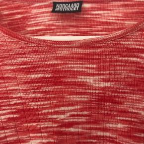 Flot klassisk Mads Nørgaard bluse med ekstra længde. God til gravid mave. Brugt meget få gange.