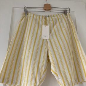 Smukke shorts fra Babett der laver lækre og gennemførte styles i vintagestof, unika og unisex. Købt i Holly Golightly  Byttter ikke