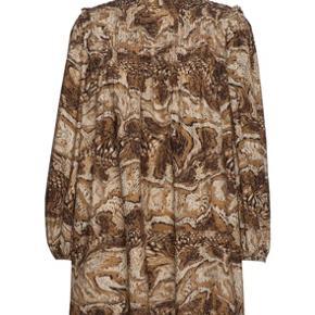 Ganni kjole - kun brugt to gange. Køber betaler fragt