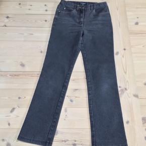 75dd9af46b61 Fede jeans str 34 fra Brandtex fremstår som nye Længde fra talje og ned 98  cm