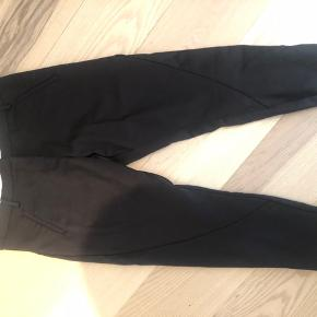 Black dress pants sized oddly - says 33 but fits much bigger. Comes from a home with dogs. Pickup in Lyngby.