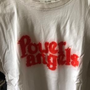 """Ganni t-shirt med teksten """"Power Angels"""" på brystet.   Som ny"""
