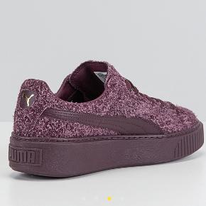 Skoene er helt nye og kommer i original kasse.  Sender gerne hvis du betaler fragten.  Se også mine andre annoncer.