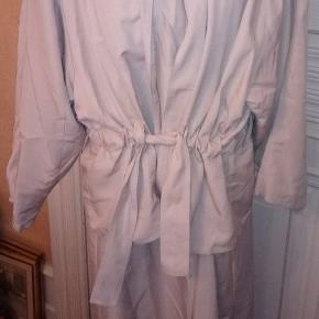 Linea S fra Ivan Grundahl - beige cottoncoat i polyester størrelse medium