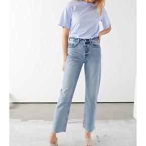 Sælger jeans fra & other stories. De er i str. 29, farven 'light blue' og højtaljede. Jeansene blev købt for ca. en måned siden, og har kun været brugt to gange, da de desværre er for små til mig.  Kan afhentes på Nørrebro, eller sendes med DAO på købers regning 💫