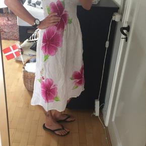 Sød sommerkjole, købt i Caribien, men jeg får den ikke brugt.