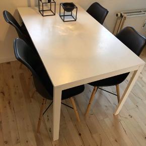 Spisebord og 4 stole Sælges samlet for 850kr Bord 125*75  Sælges også seperat til rette pris😊