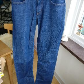 Acne jeans model Hep premium i str. 28/32.  Billed nr.2 er lånt. Bukserne står i en rigtig god condition.
